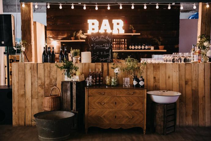 Le bar et de quoi arranger ses boissons !