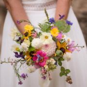 Le bouquet de la mariée haut en couleurs