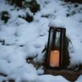 lanterne dans la neige